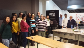 Asistentes al taller de cocina sobre la trufa negra de Soria